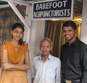 Pooja Thenge and Mohamed Rafi with a patient